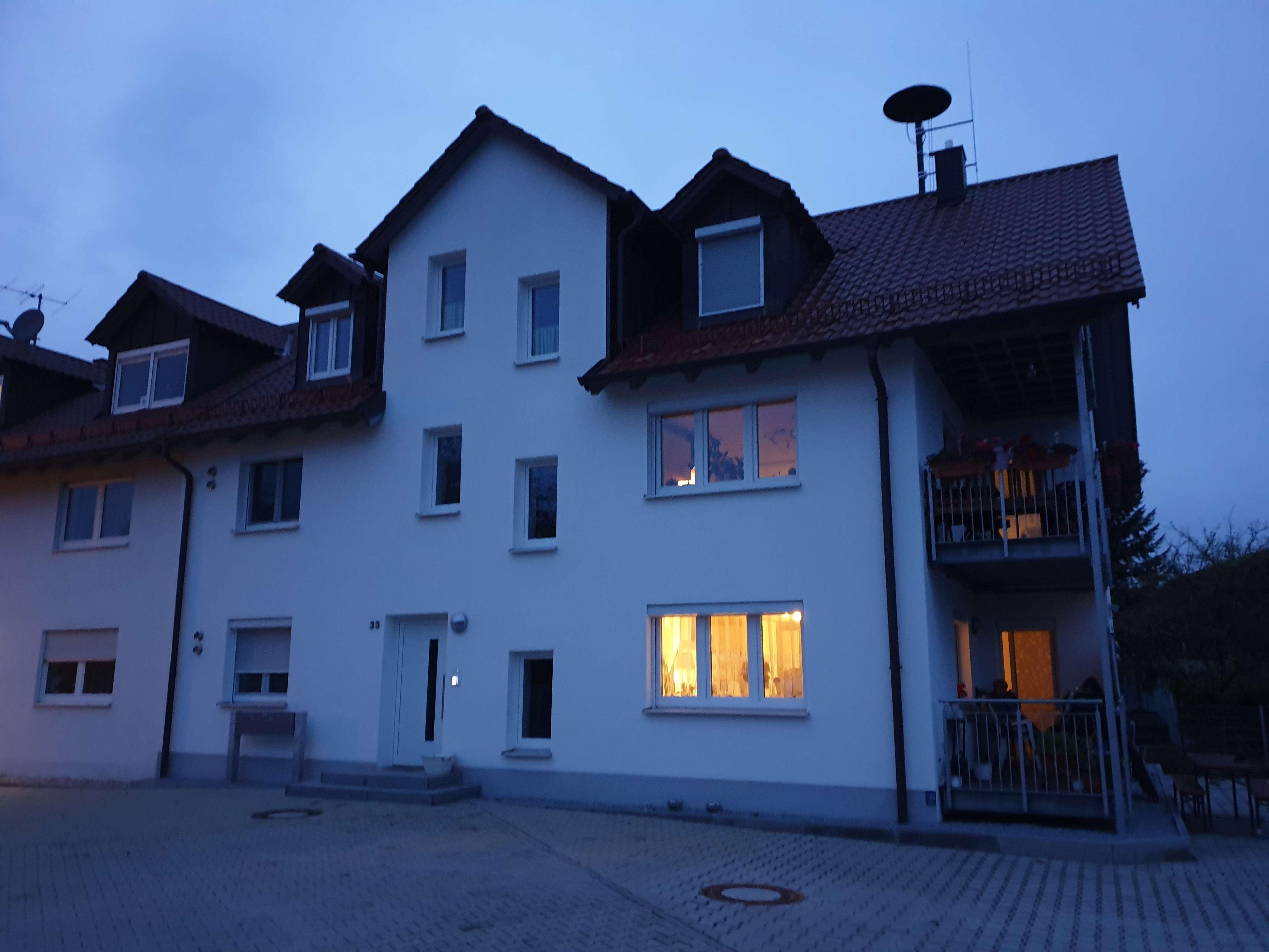 Neuwertige 3,5-Zimmer-Wohnung mit Balkon im 1. Stock in Eching-Weixerau in Eching (Landshut)