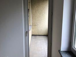 Wohnzimmer mit Blick auf Balko