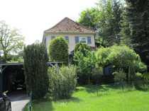 Kleines kompaktes Wohnhaus mit Nebengebäude