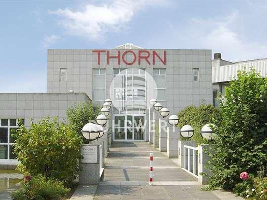HaupteingangThorn_ von Repräsentative Büroflächen: modern geschnitten und Licht durchflutet