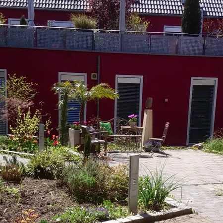 Vollständig renovierte 2,5-Zimmer-EG-Wohnung mit 18m² Terrasse und Gartenbeete in Nürnberg in Schniegling (Nürnberg)