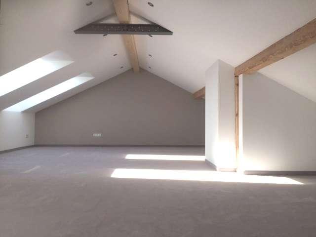 Sehr helle stilvolle 3-Zimmer Wohnung mit Dachgalerie in Hilgertshausen