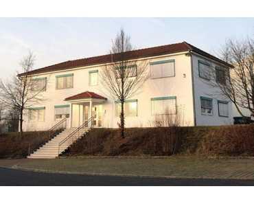 Repräsentatives Bürohaus in Schondra mit sehr guter Anbindung an die A7 in Schondra