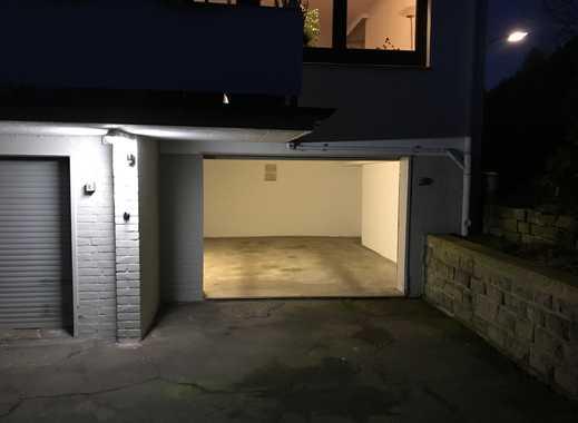 GARAGENSTELLPLATZ, große abgeschlossene Garage, ideal für Ihr Fahrzeug !!!