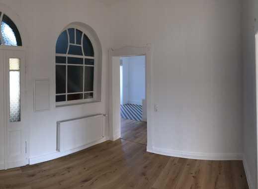 Wunderschöne Wohnung in Altbauvilla, zentrale Lage, 106 m², 4 Zimmer, 900 € KM,