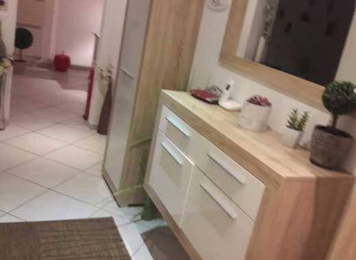 Helle Attraktive 2-Zimmer-Wohnung plus Küche Diele und Bad