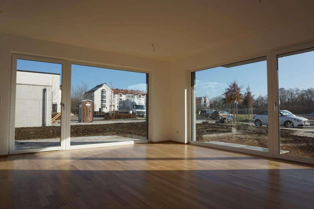 Großzügige Gartenwohnung mit viel Platz und Sonne in Neubau Kirchheim! in Kirchheim bei München