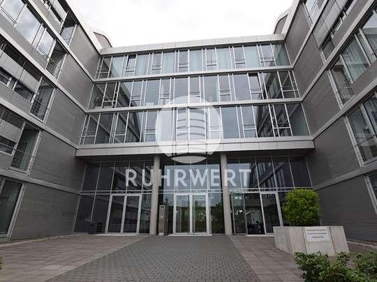 von Mit Blick auf Wasser: H2Office - Moderne Bürofläche mit repräsentativem Foyer!