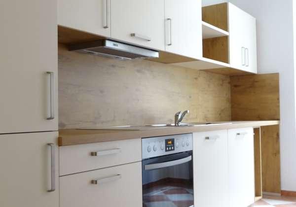 Wohnen in der Neustadt mit Parkett und neuer Einbauküche!
