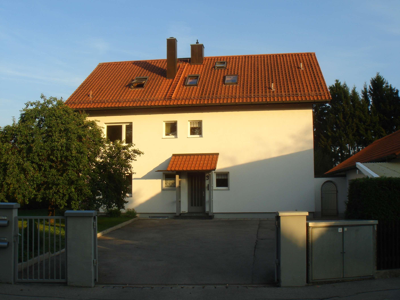 Teilmöbilierte 3-Zimmer-DG-Wohnung mit EBK und Klimaanlage in Kirchheim b. München, Heimstetten in Kirchheim bei München