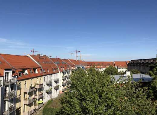 Erstbezug nach Sanierung: attraktive 2-Zimmer-Dachgeschosswohnung mit EBK in Erfurt