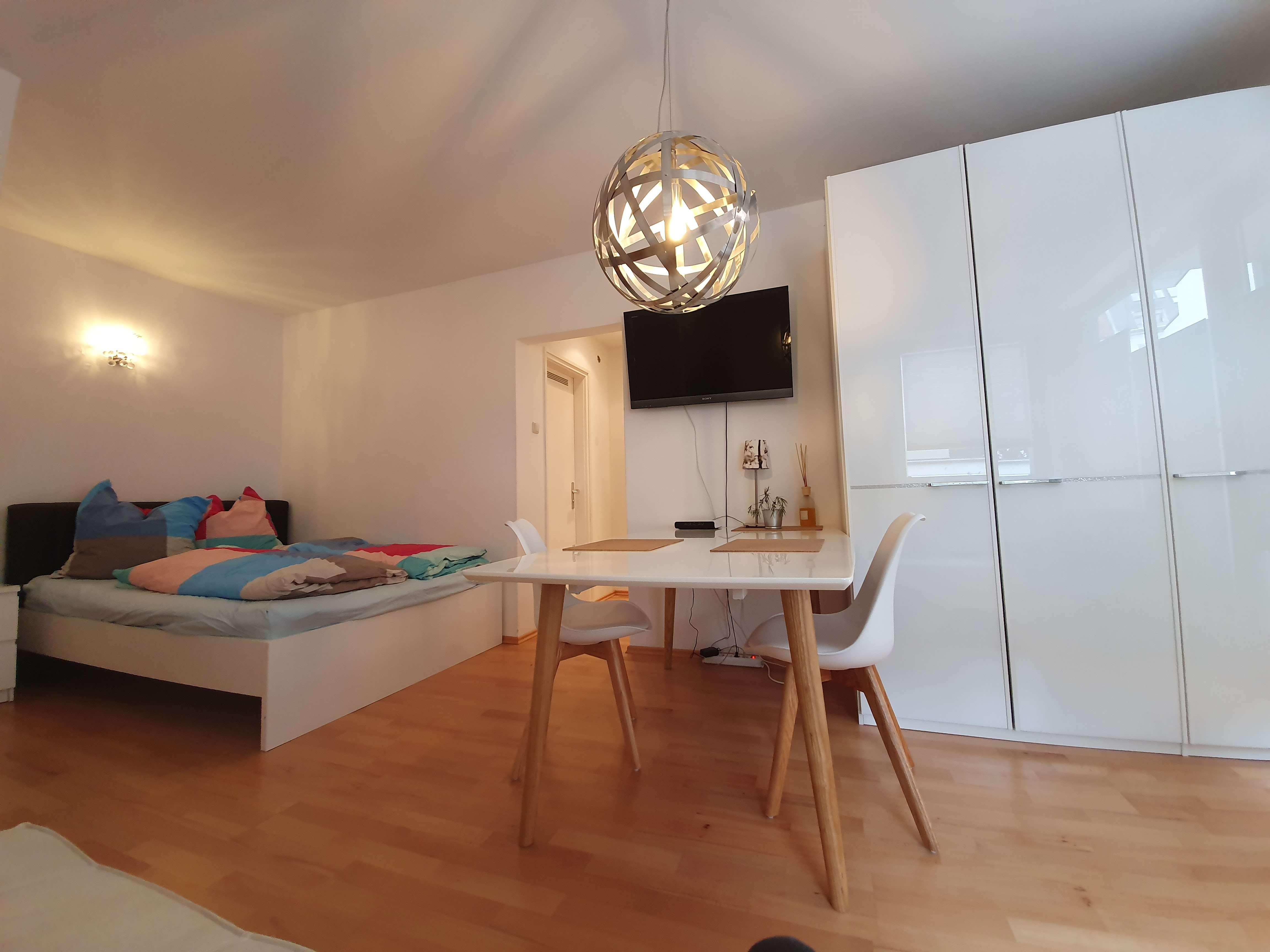 Möbliert: perfekt gelegenes 1-Zimmer-Apartment mit Balkon und Badewanne im Glockenbachviertel in Ludwigsvorstadt-Isarvorstadt (München)