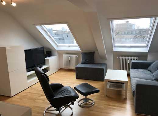 Möblierte, neuwertige 2-Zimmer-DG-Wohnung mit Wohnküche im Westend