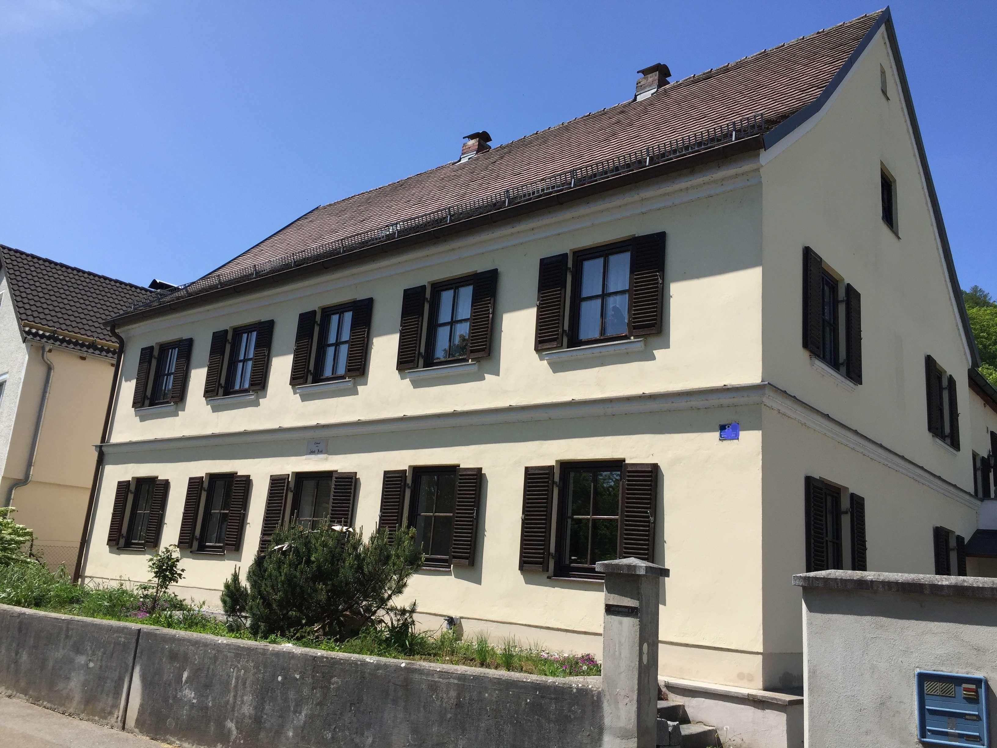 Schöne große 4-Zi-Wohnung, ebenerdig, in historischem Zweifam.haus in