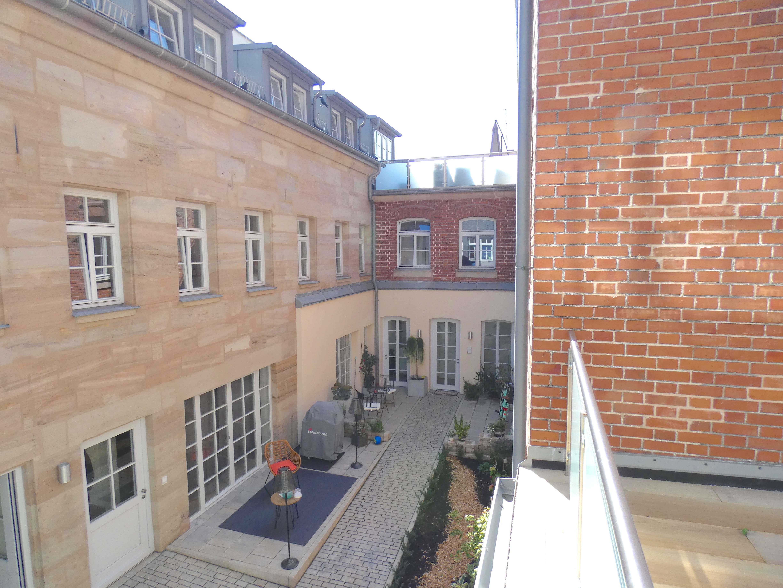 Stilvolle, geräumige und neuwertige 2-Zimmer-Wohnung mit Balkon und Einbauküche in Fürth in Altstadt, Innenstadt (Fürth)