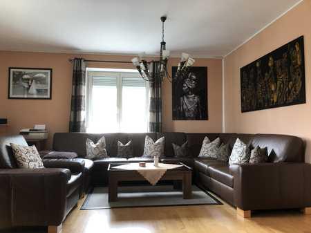 Einziehen und wohlfühlen! Voll möblierte, helle 4 Zimmer Wohnung in der Augsburger Innenstadt in Augsburg-Innenstadt