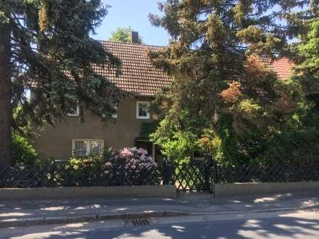 Ein Eigenheim - eingebettet in viel Grün - mit Gestaltungspotenial - Haus zum Kauf in Ebersbach
