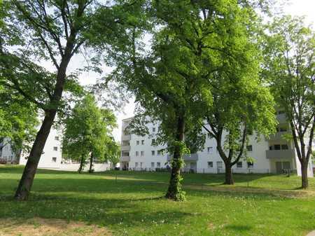 Familienfreundliche, modernisierte 3-Zimmer-Wohnung mit Loggia zu vermieten  in Lenting