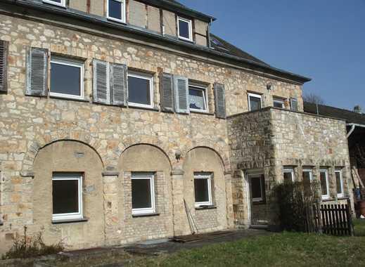 Wohnen in einem historischen Gebäude! Große 5-Zimmer-Wohnung, Küche, Bad, Terrasse und Garten