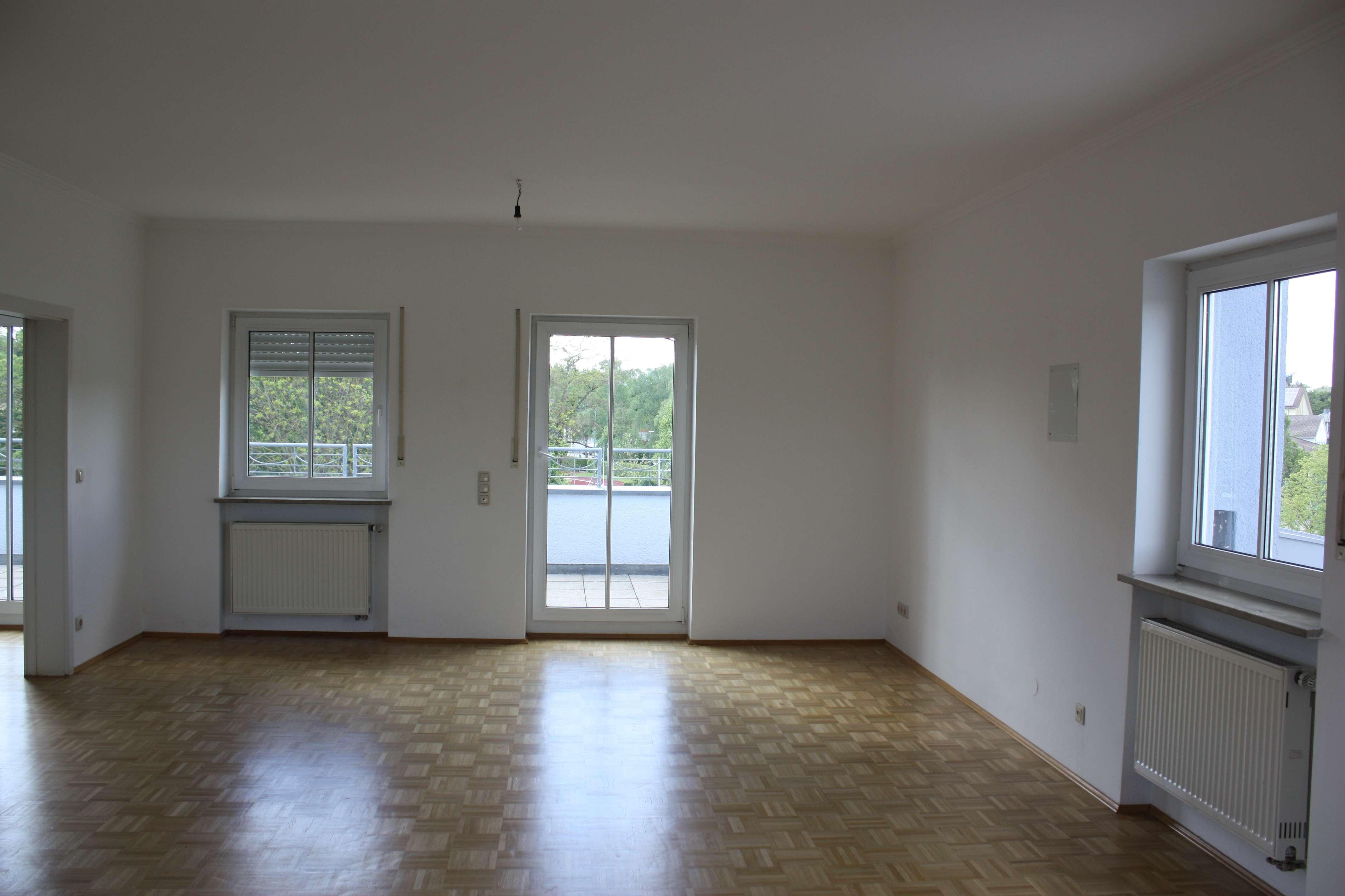 Attraktive 4-Zimmer-Penthouse-Wohnung mit zwei Dachterassen und EBK in Mainburg