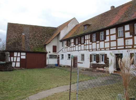 Denkmalgeschützter Resthof in Ortsrandlage- renovierungsbedürftig, Maschinenhalle und Garagen