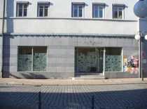 Bild Einzelhandelsfläche mit langer Schaufensterfront