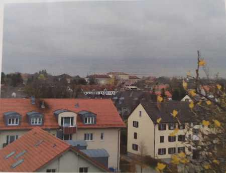 Schöne, gepflegte 3,5-Zi-Whg mit Balkon und EBK in ruhiger Lage, sowie  guter Verkehrsanbindung in Oberschleißheim