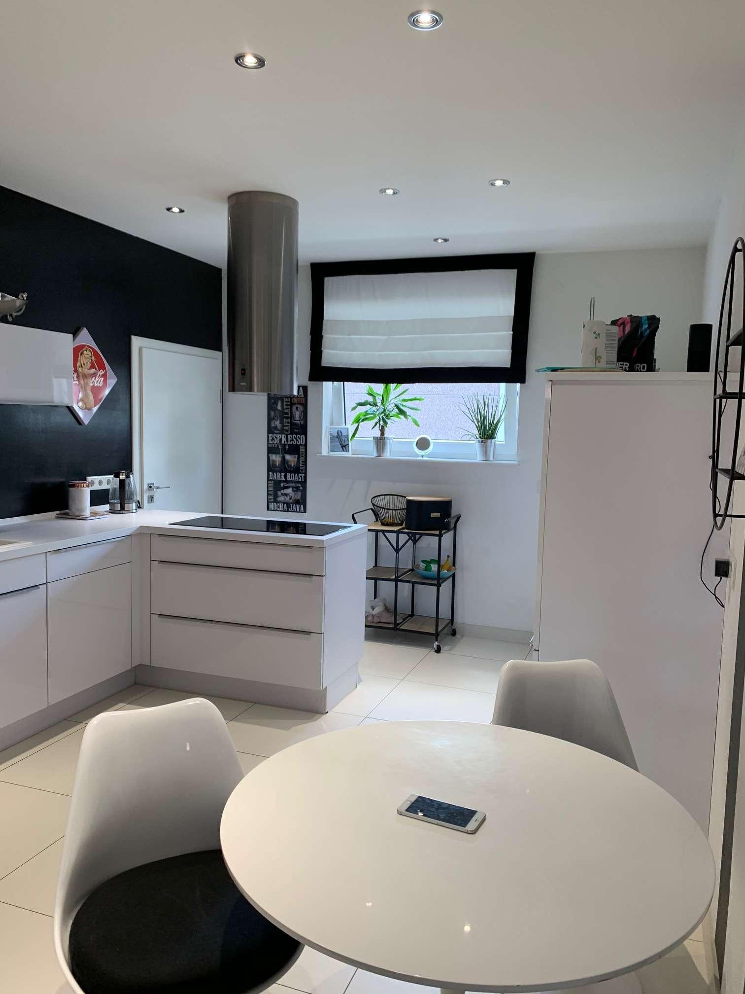 Moderne Erdgeschosswohnung mit tollem Innenhof (überdacht), Einbauküche u. Ankleide in