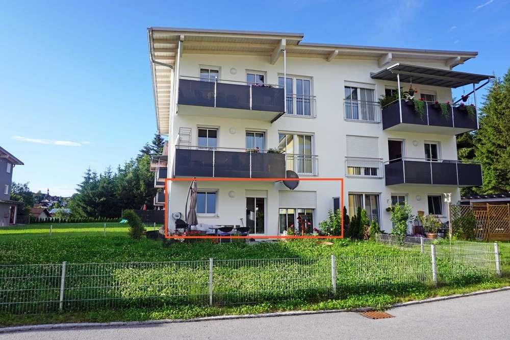 Salzweg: Neuwertige 3-Zimmerwohnung mit Terrasse, Garten und Carport in ruhiger Lage! in