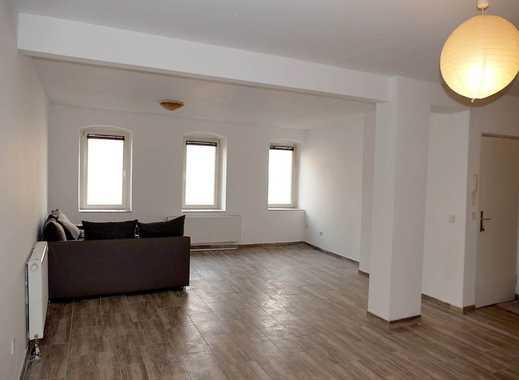 Vollständig renovierte, großzügige 2-Zimmer-Wohnung mit großer Garage in zentraler Lage in Ruhrnähe