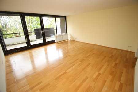 Sehr schöne, große und helle 1-Zimmer-Wohnung am Fuße des Hofbergs! in Berg (Landshut)