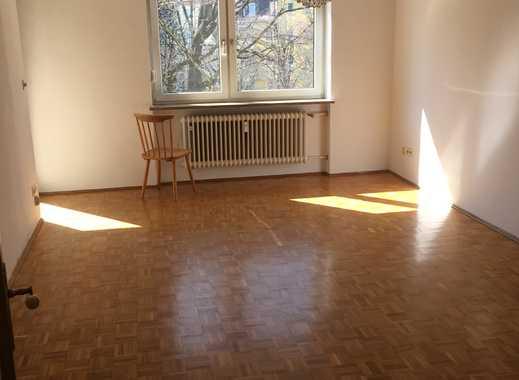WG Geeignet - Gepflegte 3-Zimmer-Wohnung mit Balkon und Einbauküche in Milbertshofen, München