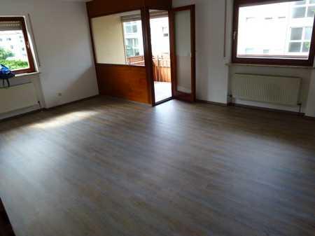 Teilrenovierte Wohnung mit drei Zimmern und Balkon in Ebermannstadt in Ebermannstadt