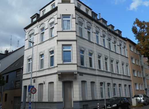 schöne renovierte 2 Raum Wohnung in ruhiger Lage im DG