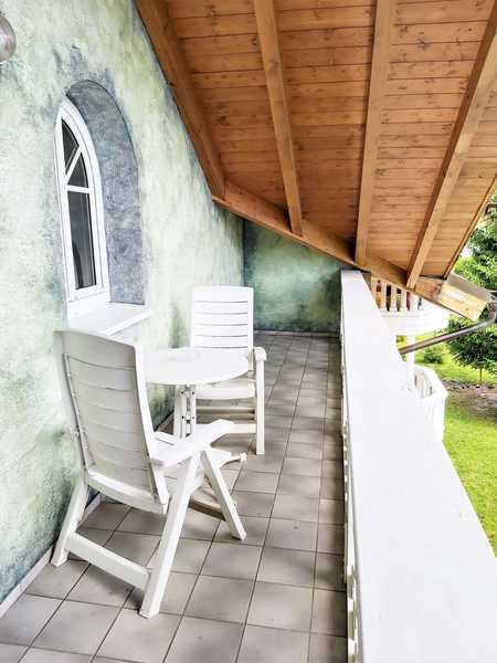 Wohnen auf Zeit! Möblierte helle DG-Wohnung mit Balkon und Bergblick! in Bernau am Chiemsee