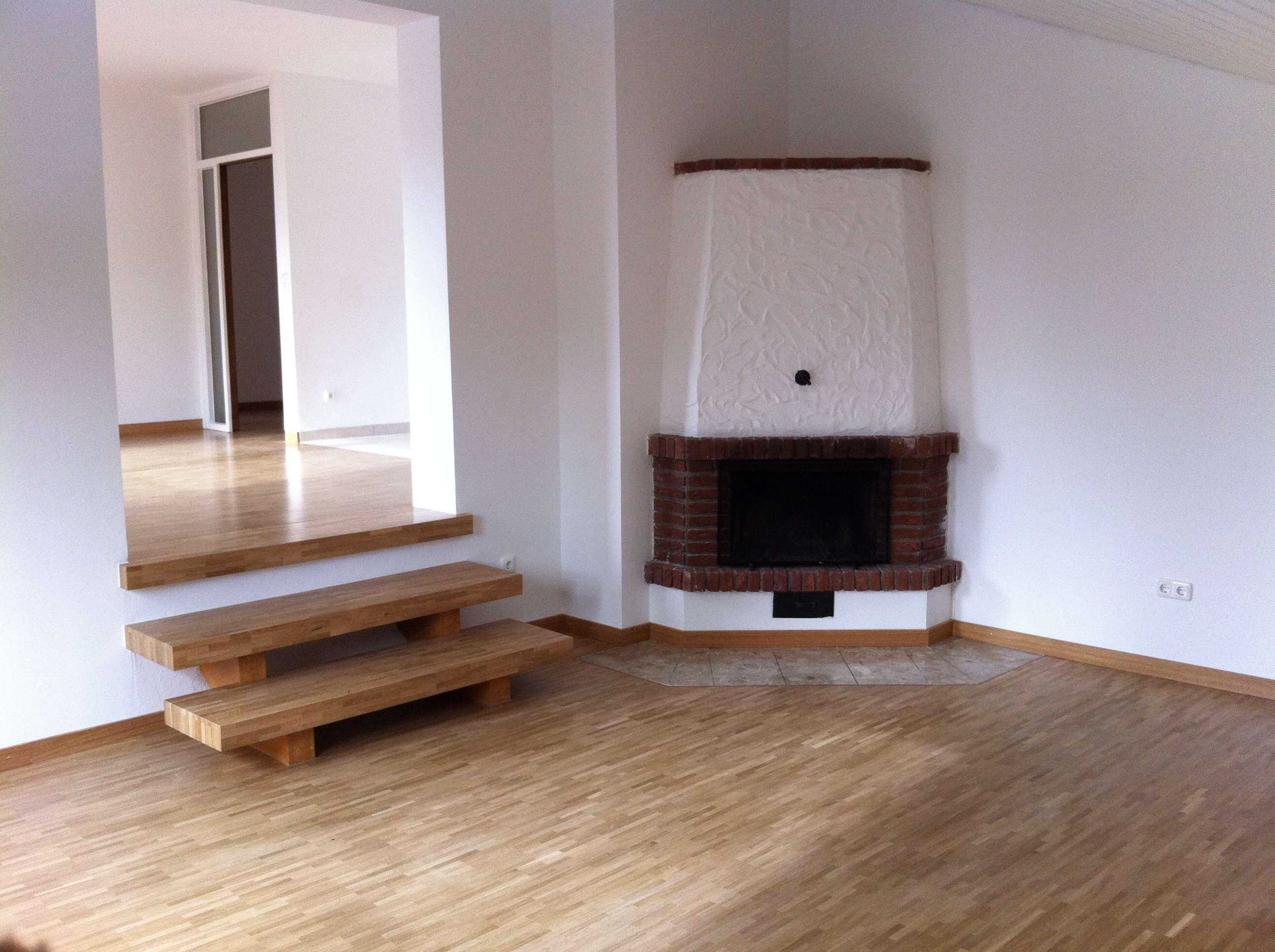 Exklusive 3-Zi-Wohnung mit Hobbyraum, offenem Kamin u. Balkon in Krailling in Krailling (Starnberg)