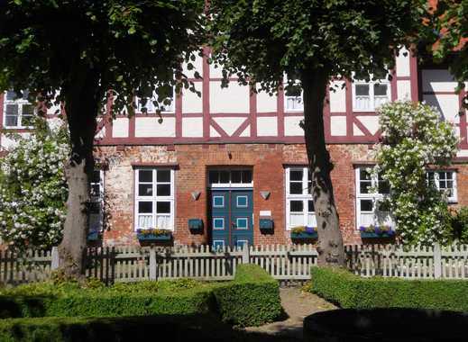 Nahe Lüneburg: Stilvoll wohnen in 4- Zimmerwohnung im ehemaligen Amtshaus