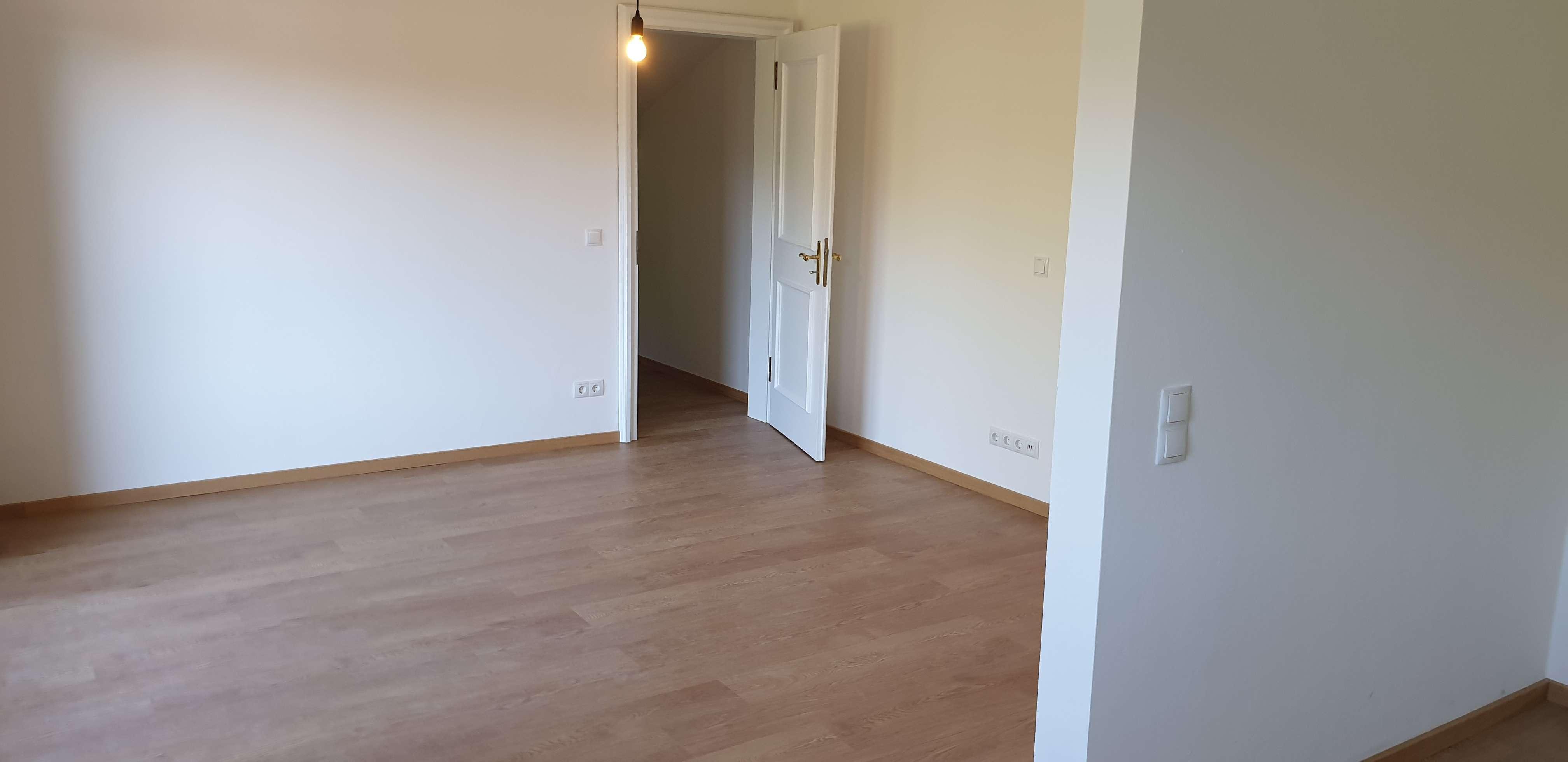 Erstbezug nach Sanierung mit großem Balkon: zentrale 2-Zimmer-Dachgeschosswohnung in Rottach-Egern
