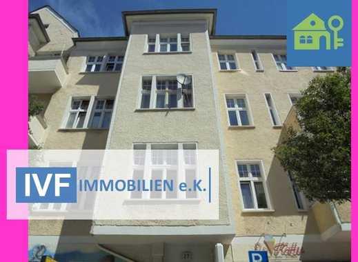 Sanierte Altbauwohnung für Singles mit Balkon!