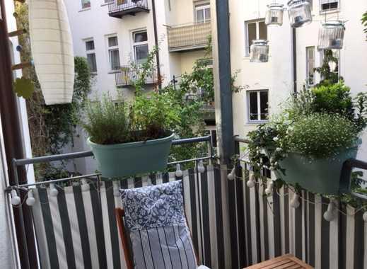 Zwischenmiete: Möblierte 2-Zimmer-Wohnung mit Balkon und Einbauküche in Toplage