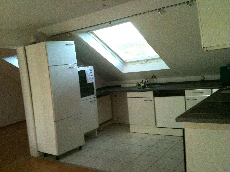 Helle moderne DG-Wohnung mit EB-Küche sep.Abstellraum