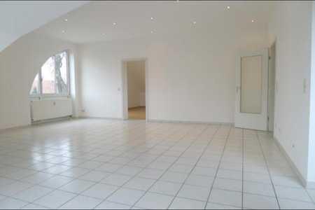 Gepflegte 2-Zimmer-DG-Wohnung mit Einbauküche in Unterhaching in Unterhaching