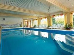 3-4780_Schwimmbad