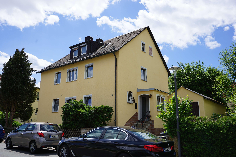 ruhige 3-Zimmerwohnung mit zusätzlichem Mansardenzimmer, Garage und Gartennutzung in Pegnitz (Bayreuth)