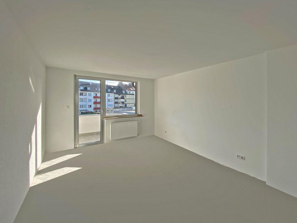 Raum mit Balkonzugang