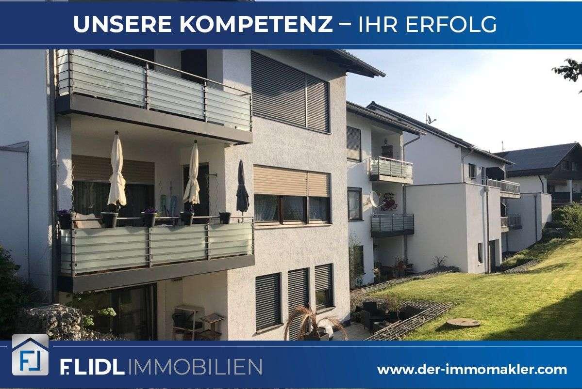 3,5  Zimmer Wohnung in 6-Fam. Haus / Mehrfamilienhaus - 1.Stock mit Balkon in