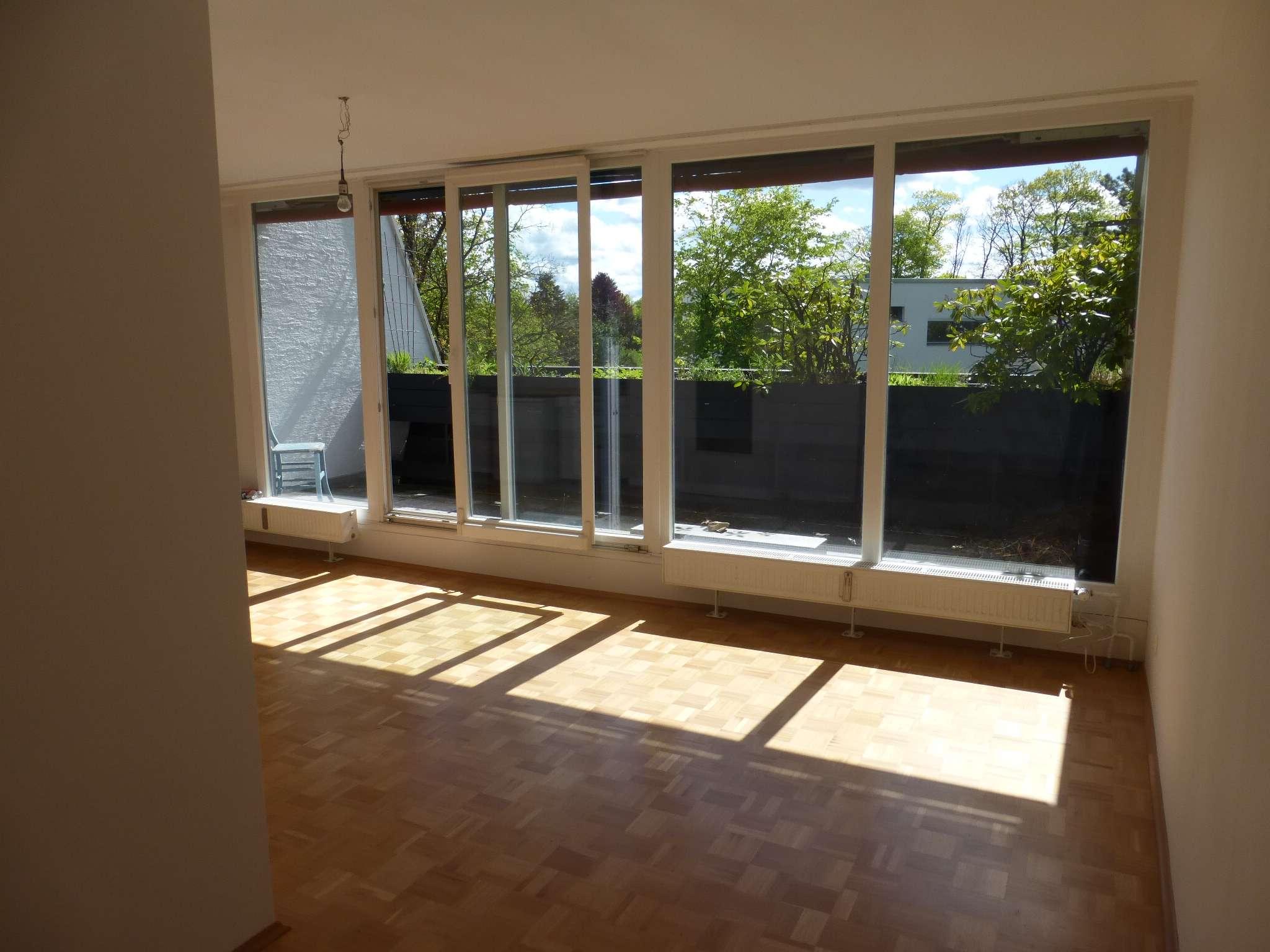 Wunderschöne, helle und vollständig renovierte 1-Zimmer-Wohnung mit Balkon in Krailling