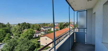 ... zentral Wohnen im 5.OG mit EBK + Lift + Balkon und phantastischer Fernsicht ... in Waldkraiburg