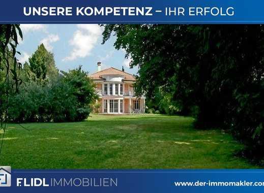 Luxuriöse Villa mit Schwimmhalle u. Parkgrundstück in Grünwald