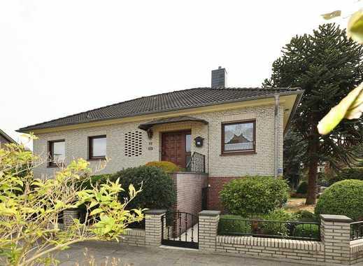 TT Immobilien bietet Ihnen: Repräsentativer Walmdachbungalow mit Garage und Vollkeller im Wies